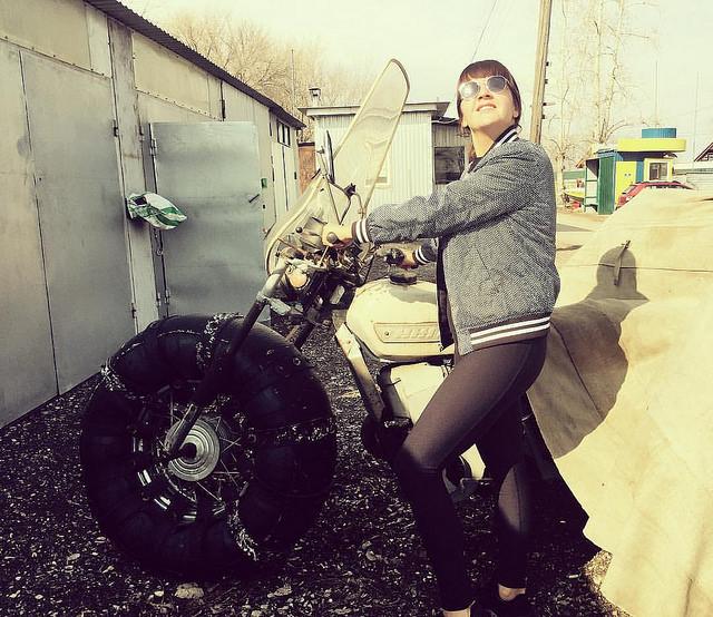 Девушка обнаружила в Сызрани стоянку необычных мотоциклов и видеоролик о них