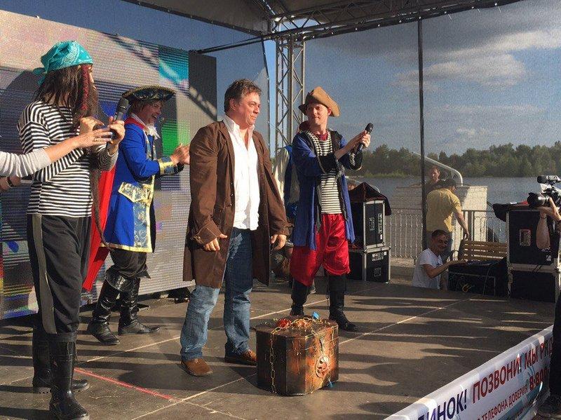Андрей Леонов помог Капитану Доверие и юным сызранцам победить Пиратов и запомнить телефон доверия