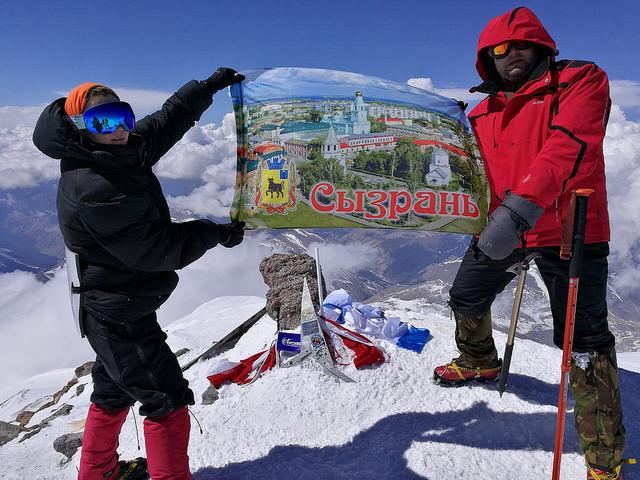 Альпинист из Сызрани, покоривший Эльбрус, снял штурм вершины на экшн-камеру