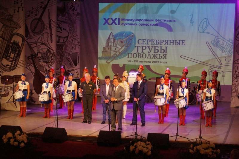 В Сызрани «ударно» открылся фестиваль духовых оркестров «Серебряные трубы Поволжья»
