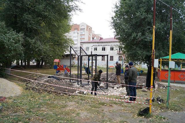 В Сызрани ведется строительство площадки для воркаута