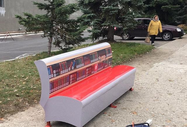 В Сызрани появился новый арт-объект «литературная скамейка»